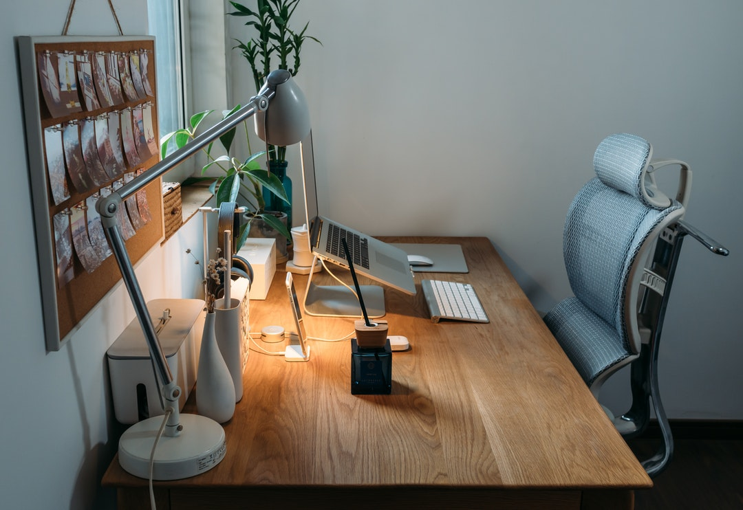 Keuntungan Memiliki Kursi dan Meja Kantor yang Ergonomis